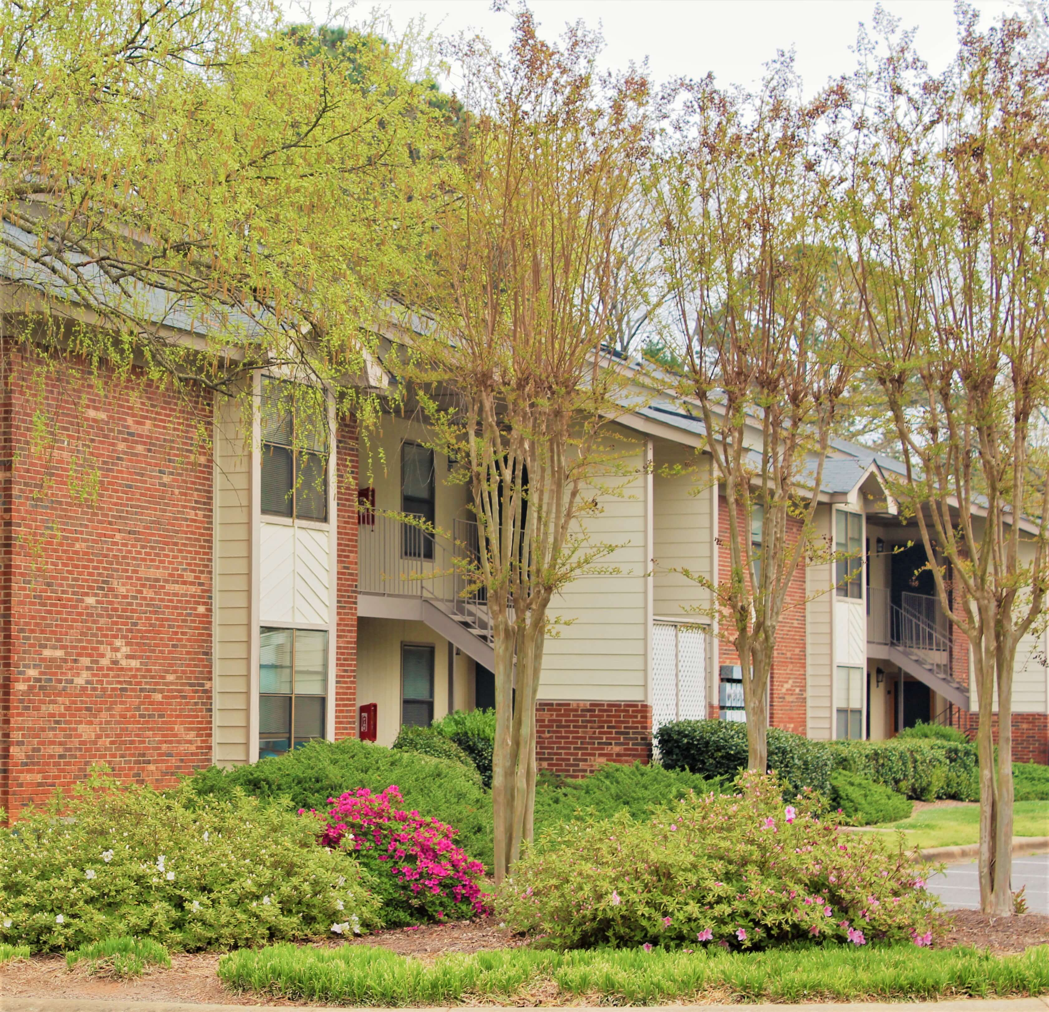 Village Station Apartment Homes 1712 India Hook Rd Rock